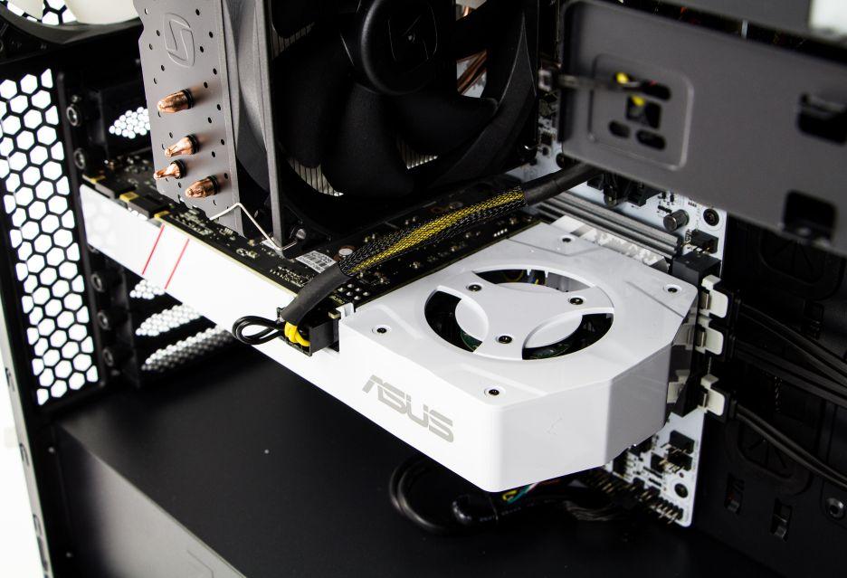 I wtedy wkracza on - cały na biało czyli Komputronik Infinity PBA-200 [W001] | zdjęcie 11