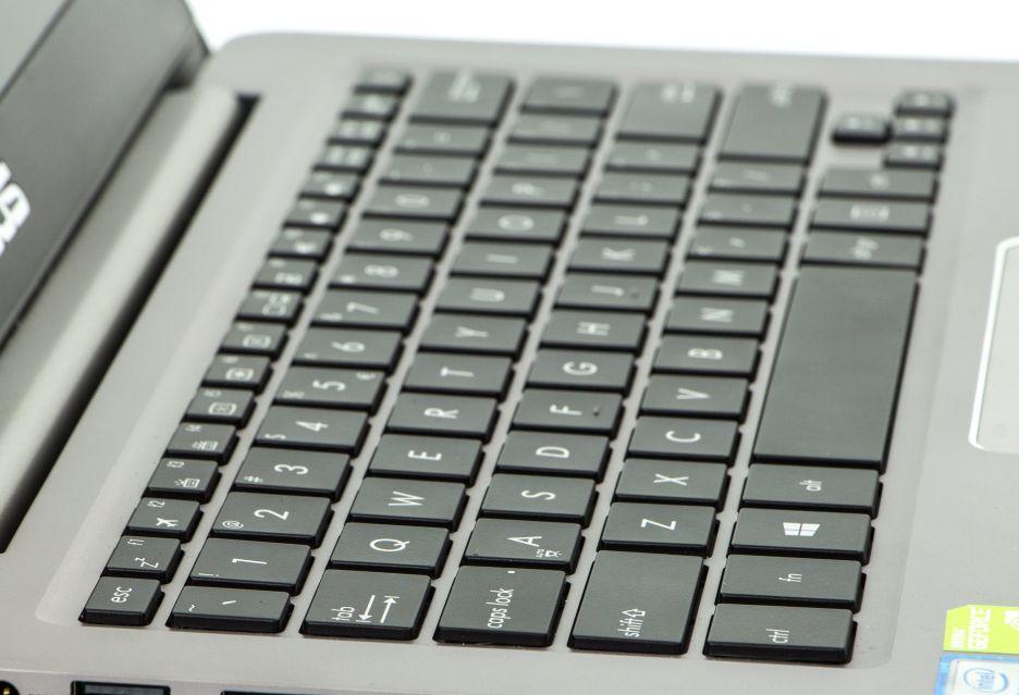 Asus Zenbook UX410 – 14-calowy ultrabook z dedykowaną grafiką | zdjęcie 3