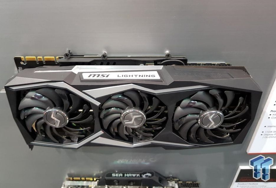 MSI GeForce GTX 1080 Ti Lightning Z pozuje do zdjęć