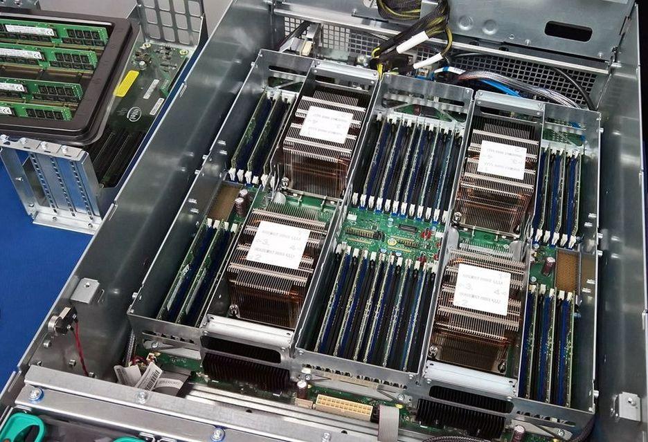 Test 4x Xeon Platinum 8180 w Cinebench R15 - 112 rdzeni/224 wątki w akcji