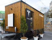 Tesla i solarny domek na kółkach