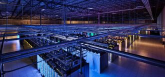 Google Data Center serwery hala dane Connie Zhou