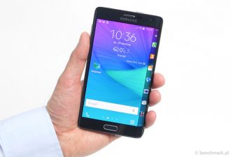 Samsung Galaxy Note Edge w ręce