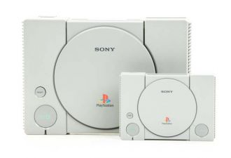 PlayStation Classic - na tle PSX