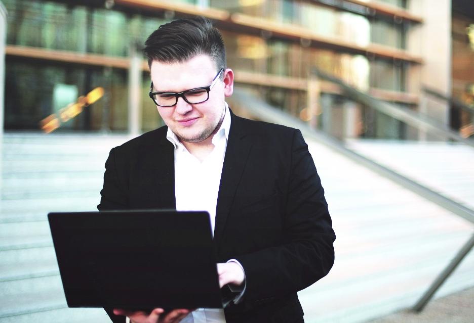Kontrola legalności oprogramowania. Rozmowa z prawnikiem Jakubem Kralką | zdjęcie 1
