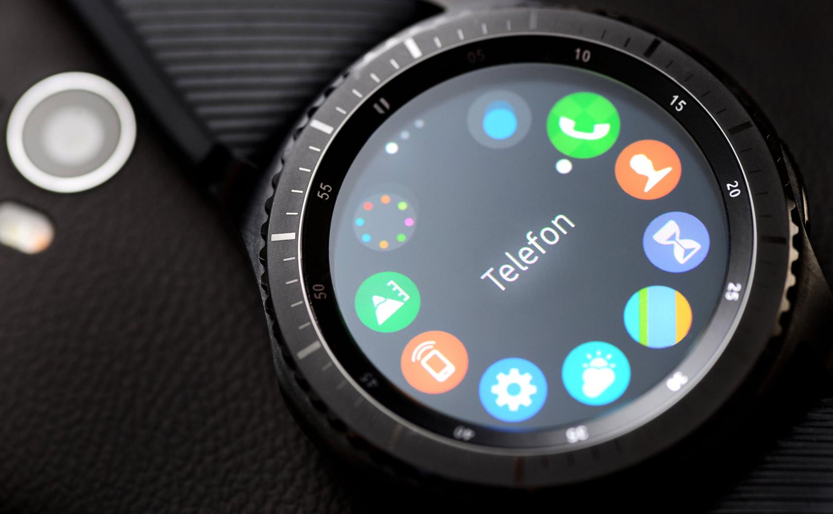 zegarek smartwatch na ktorym mozna czytac maile