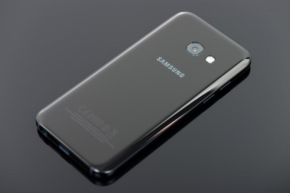 Samsung Galaxy A3 (2017) - gwiazda klasy średniej | zdjęcie 2