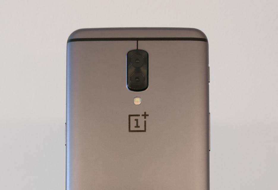 Prototyp OnePlus 5 z podwójną kamerą uchwycony na zdjęciu