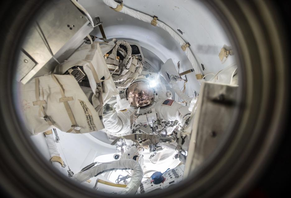Poczuj się jak astronauta na kosmicznym spacerze - wideo z EVA