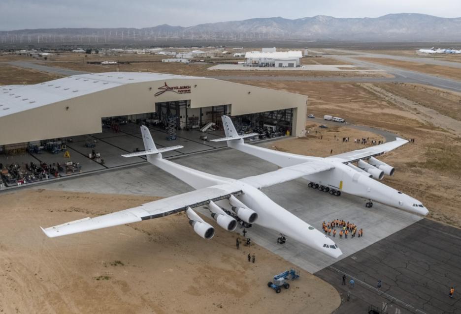Stratolaunch - największy samolot świata pokazany w pełnej krasie