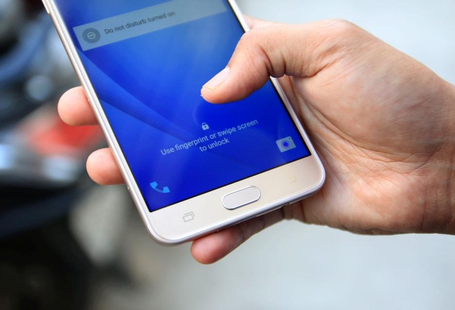 Są problemy z osadzeniem czytnika linii papilarnych pod ekranem Galaxy Note 8