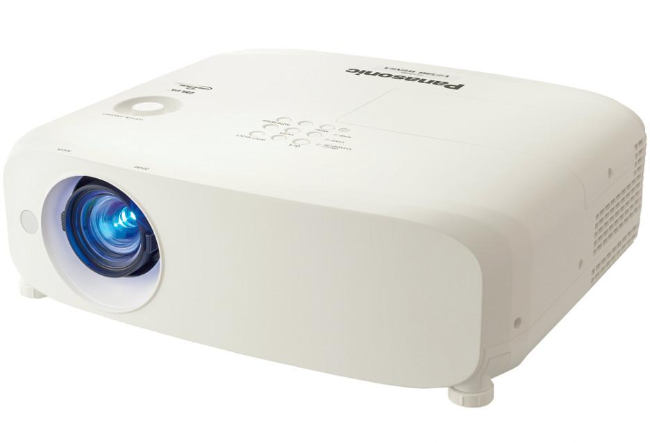 Przenośne projektory Panasonic o możliwościach tych nieprzenośnych