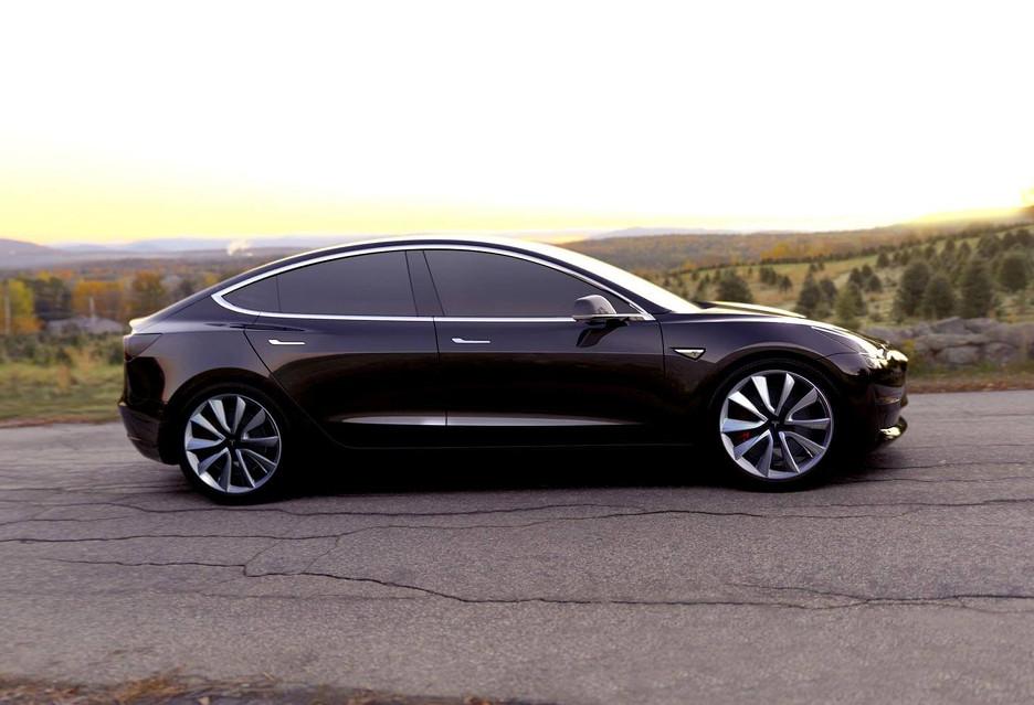 Zamów dziś Model 3, a będzie twój w… 2019 roku
