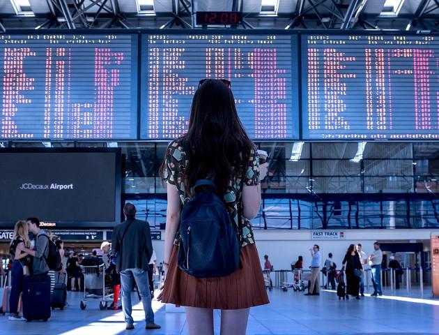 """""""Cyfrowa rewizja osobista"""" na lotnisku"""
