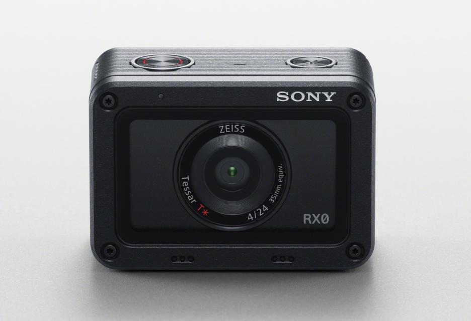 Miniaturowy aparat Sony RX0, który może być kamerą akcji
