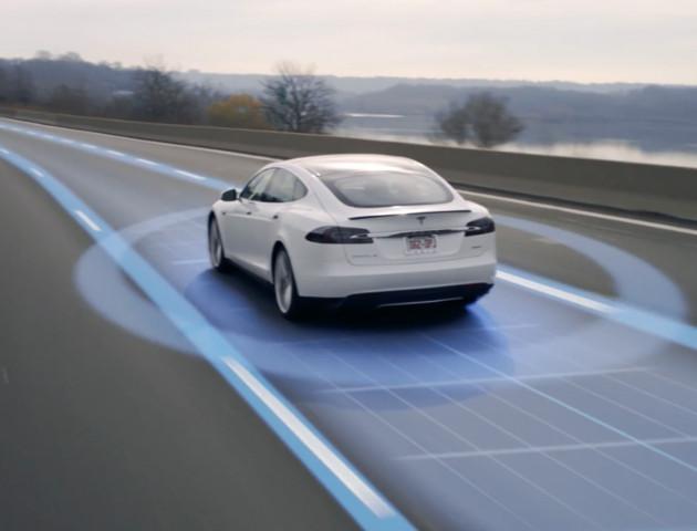 Nie, Tesla nie łączy sił z AMD