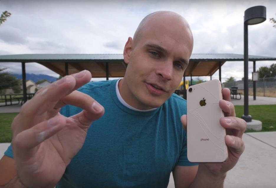 Sprawdzono, jak iPhone 8 znosi upadki
