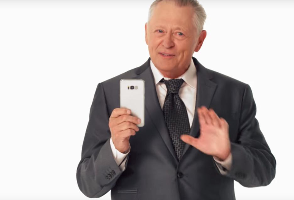 Szczera reklama nowego smartfona
