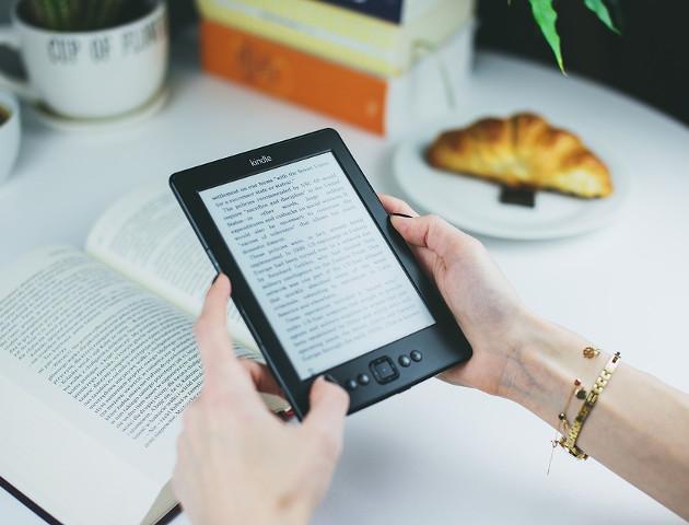 Pecet i smartfon dają dostęp do wiedzy, ale papier pozwala lepiej ją przyswoić