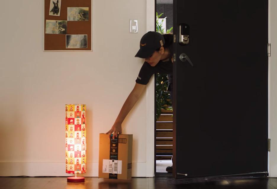 Amazon Key - kurier zostawi paczkę w mieszkaniu pod nieobecność klienta