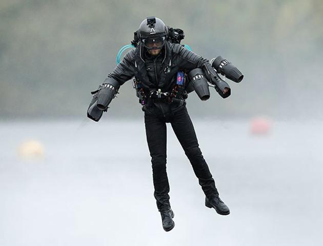 Założył kombinezon i poleciał - wrócił z rekordem Guinnessa