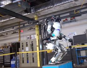 Tak robot robi salto w tył