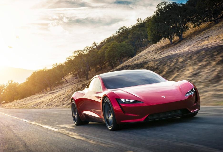 Zobacz jak nowy Roadster przyspiesza do setki
