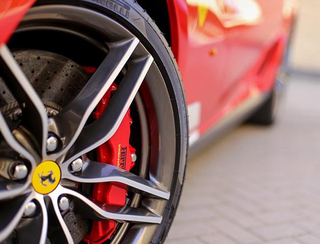 """Ferrari inaczej definiuje """"nigdy"""" - e-supersamochód jednak powstanie"""