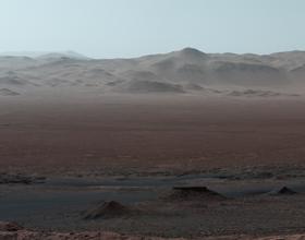 """Łazik Curiosity """"ogląda się za siebie"""" - podsumowanie 5,5-letniej wędrówki"""