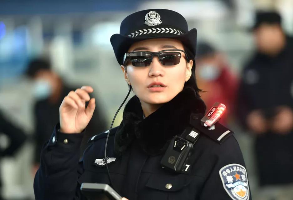 By rozpoznać przestępcę wystarczą okulary