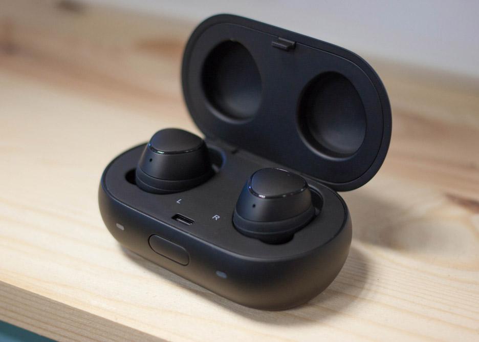 Samsung Gear IconX 2018 - całkowicie bezprzewodowe słuchawki Bluetooth | zdjęcie 3