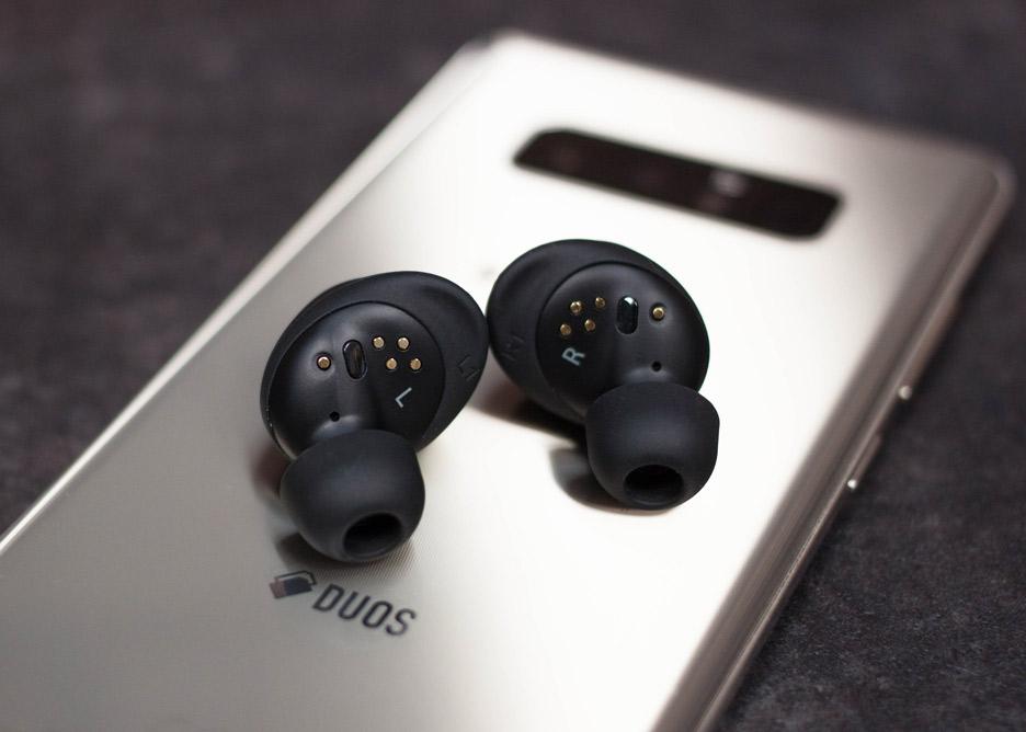 Samsung Gear IconX 2018 - całkowicie bezprzewodowe słuchawki Bluetooth | zdjęcie 2