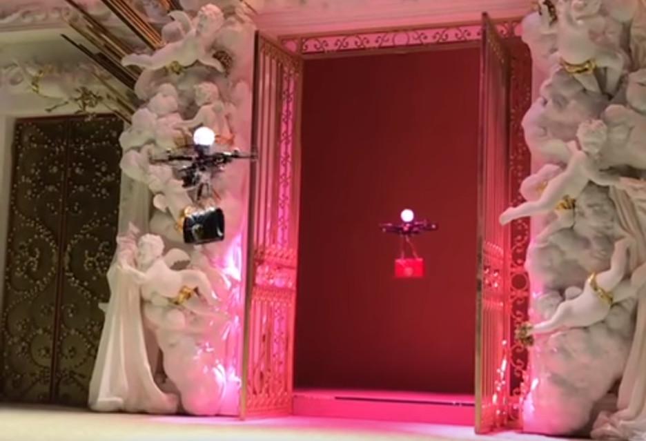 Drony na wybiegu u Dolce & Gabbana