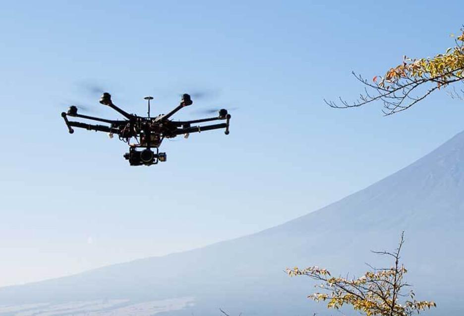 Co najmniej 65 ludzi zawdzięcza dronom życie