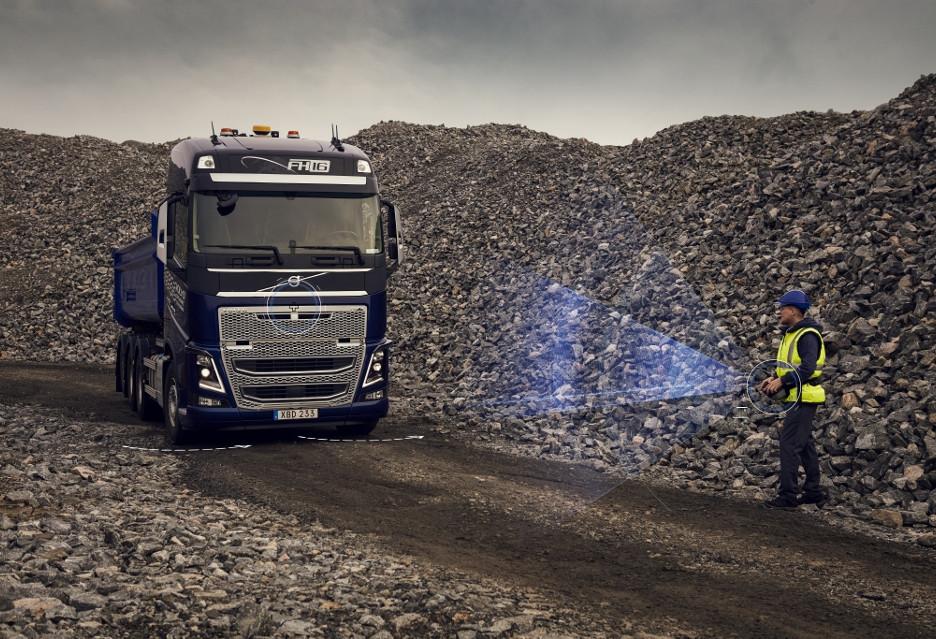 Volvo zapowiada bezpieczniejsze ciężarówki, m.in. z funkcją zdalnego sterowania