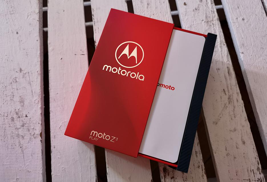Motorola Moto Z3 Play - smartfon z bardzo pojemnym akumulatorem (albo i nie) w Polsce