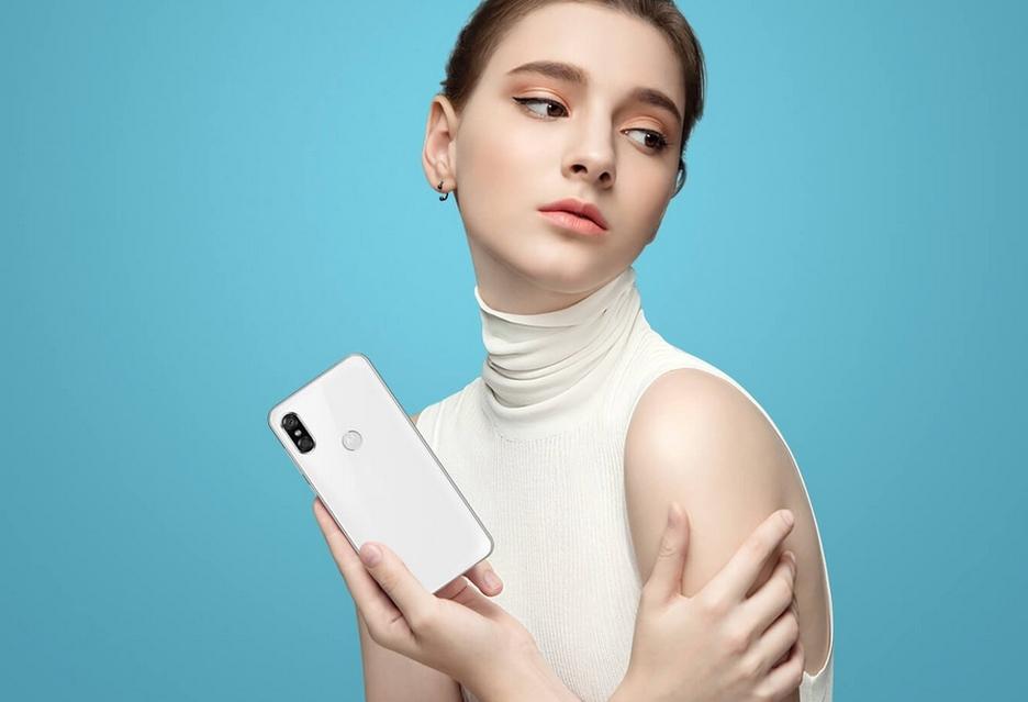 Kolejny producent stawia na wyświetlacz z notchem - oto Motorola P30