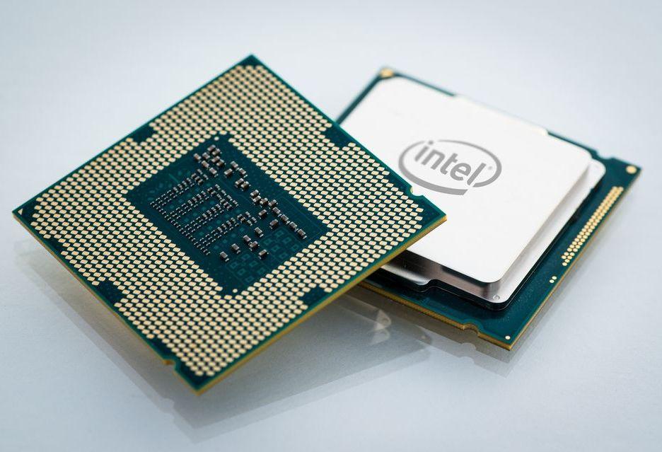 Intel Core 9000K - slajdy producenta potwierdzają specyfikację (i lutowany odpromiennik ciepła)
