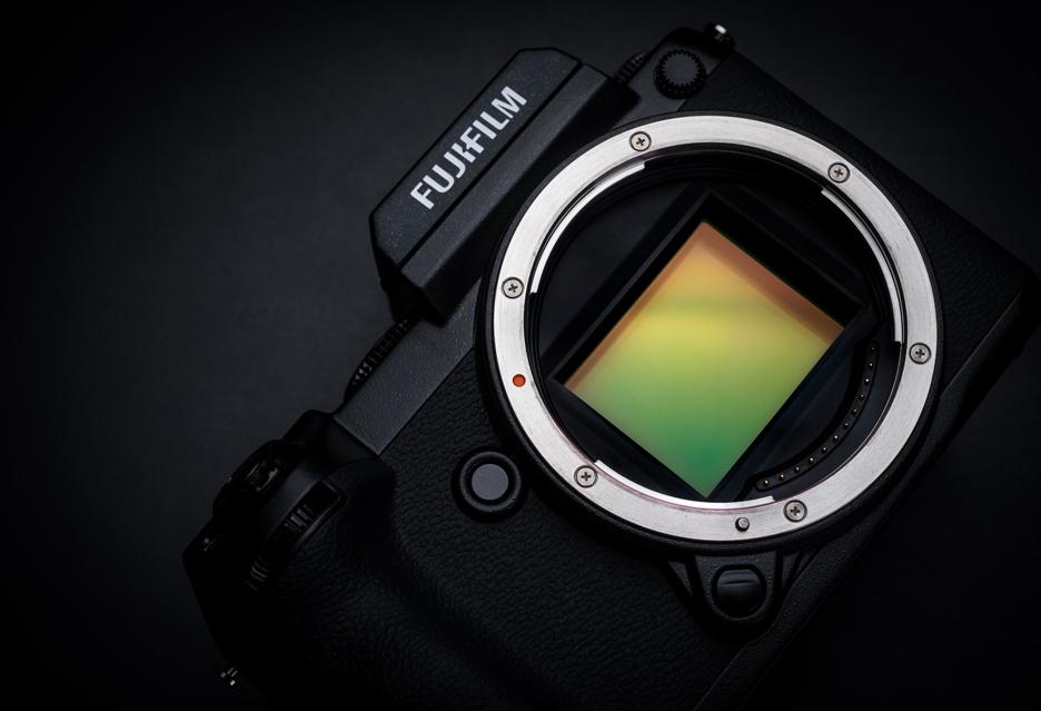 Fujifilm - zamiast o pełnoklatkowych aparatach myśli o tanim średnim formacie