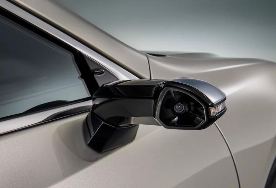 Samochód Lexus ES ma cyfrowe lusterka boczne - jakie są korzyści?