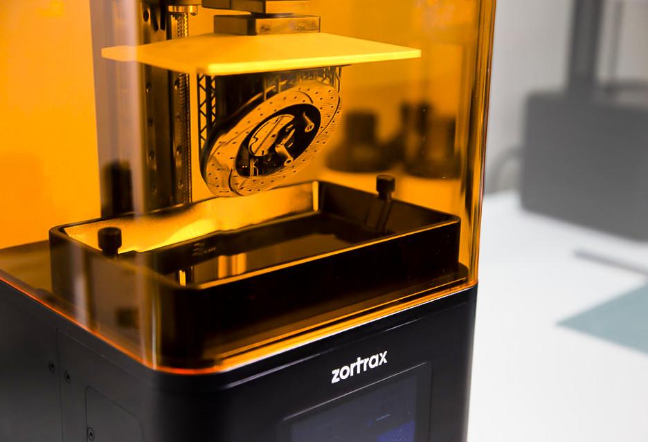 Żywicowa drukarka 3D polskiej firmy Zortrax - szybsza i dokładniejsza