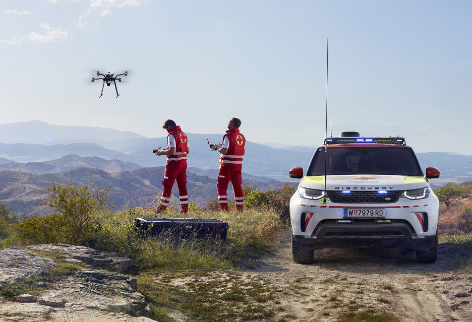 """Land Rover z dronem rozpoczyna """"służbę"""" w Czerwonym Krzyżu"""
