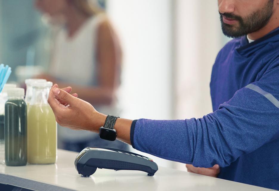 Fitbit Pay już dostępne w Polsce - płać zegarkiem lub opaską