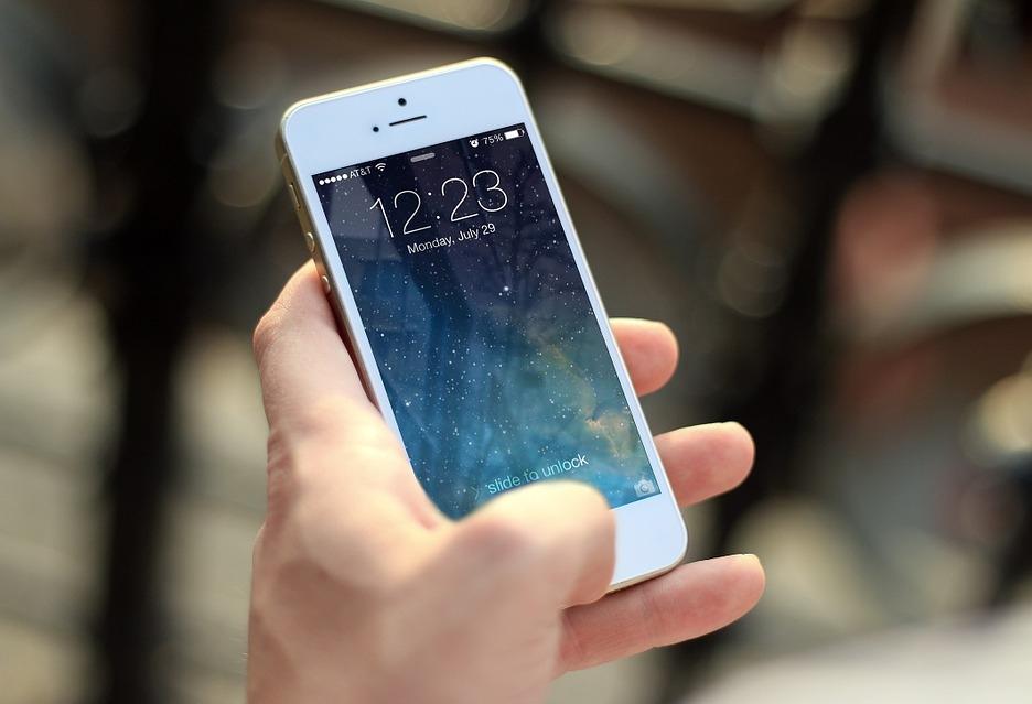 """Niebezpieczna aplikacja w oficjalnym sklepie Apple - niemal 500 zł """"w plecy"""""""