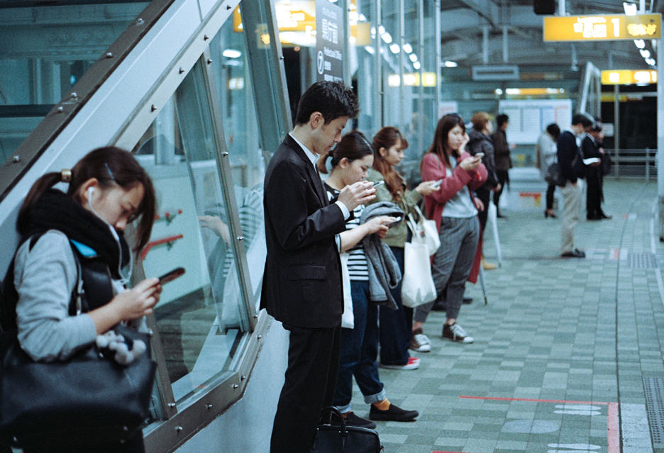 Wszyscy jesteśmy zaczipowani, taka nasza natura - o (nie)bezpieczeństwach świata mobilnego
