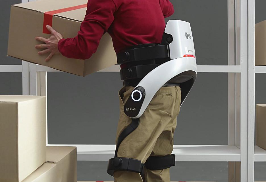 """Tak wygląda """"ubieralny robot"""" LG CLOi SuitBot"""