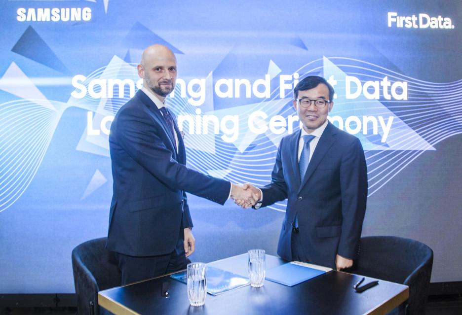 Smartfon jako terminal płatniczy - Samsung i First Data rozwijają SPOS