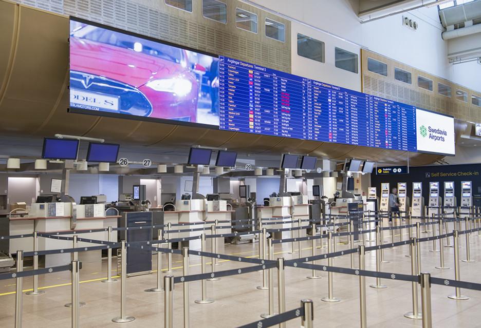 Gigantyczny ekran LED na lotnisku - NEC wyjaśnia, dlaczego nie może być byle jaki