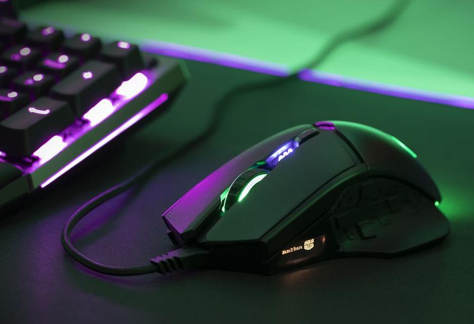 24 000 DPI to czułość gamingowej myszki Cooler Master MM830 z wyświetlaczem OLED