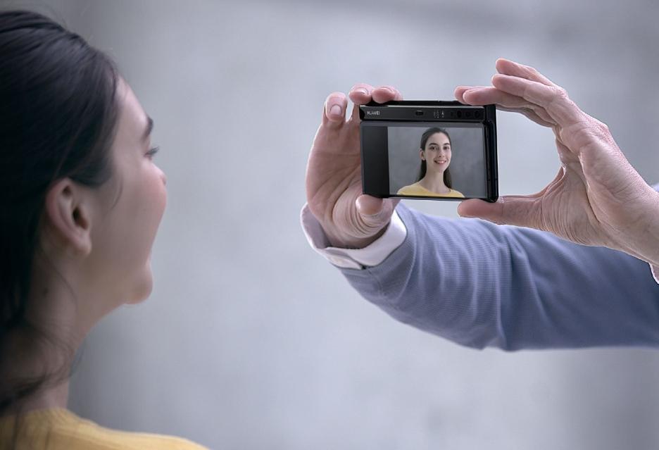 Oto Huawei Mate X ze składanym ekranem - niezwykle interesujący i szalenie drogi